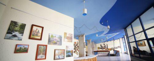 hol sali teatralnej - galeria Na Piętrze